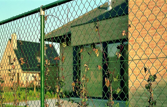 Переносной забор из оцинкованной сетки рабица