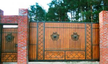 Ворота на сваях