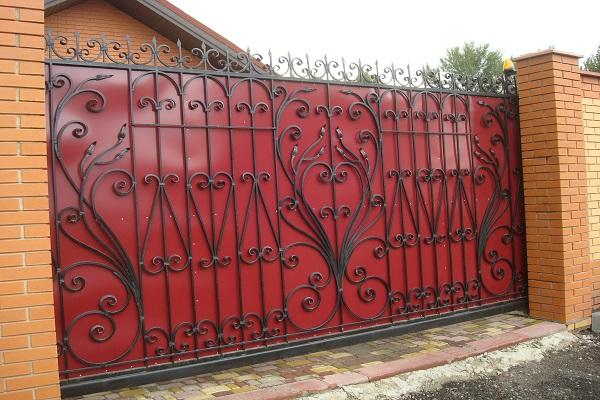 Ворота из профнастила с ковкой