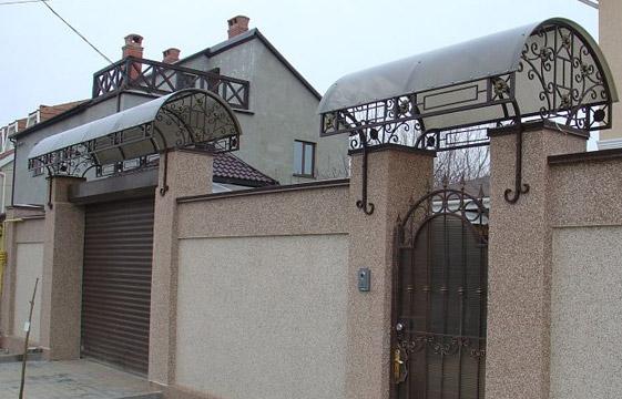 Козырьки над воротами и калитками фото
