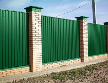 Установка заборов из профнастила в Московской области
